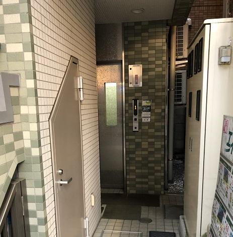 5. 奥のエレベーターで4階まで